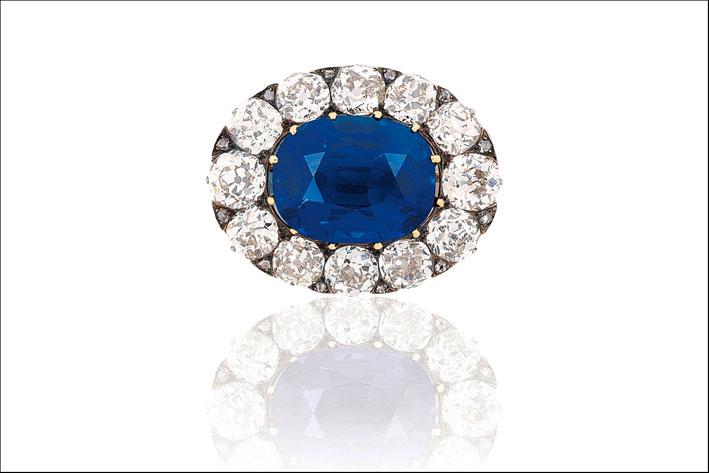 Spilla con zaffiro del Kashmir e diamanti. Venduta per 1,7 milioni di euro