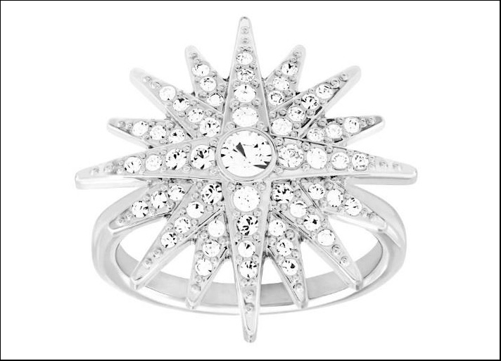 Swarovski, anello Balthus a forma di stella con cristalli taglio brillante. Prezzo: 119 euro.