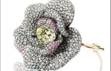 Jar, bracciale Camelia con pavé di diamanti bianchi e rosa e diamante centrale taglio vecchio navette, di circa 13.03 carati. Prezzo realizzato: 635 mila euro