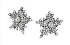 Jar, orecchini Etoile de Mer, con perla centrale naturale e pavé di diamanti incolori su montatura a forma di stella