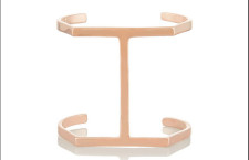 Jennifer Fisher, bracciale rigido placcato in oro rosa. Prezzo: 623 euro