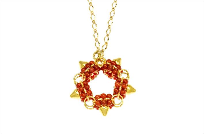Marilena Sallustio, collana in corniola, congiunzioni in ottone galvanizzato oro nickel