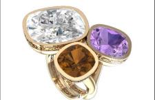 Rebecca, anello Candy in bronzo placcato oro giallo con tre pietre Swarovsky Elements. Misura unica regolabile. Prezzo: 109 euro