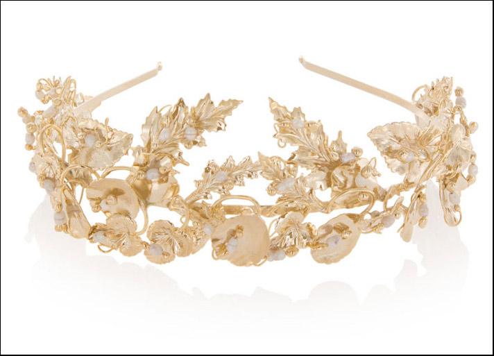 Rosantica, diadema Maria con foglie in metallo dorato e perle. Prezzo: 303 euro