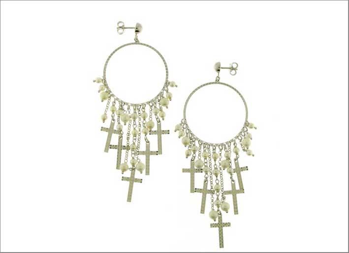 Orecchini multi-ciondolo in argento, croci diamantate e perle