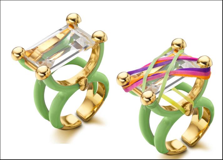 Miami, anello cocktail con smalto verde, cristallo di rocca e fasce di gomma multicolori