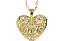 Veronese, collana in argento 925 placcato oro con pendente a forma di cuore in filigrana. Prezzo: 67,98 euro