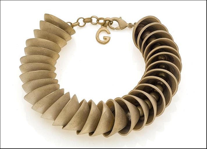 Metropolitan, bracciale in bronzo con galvanica in oro giallo opaca. Prezzo: 198 euro