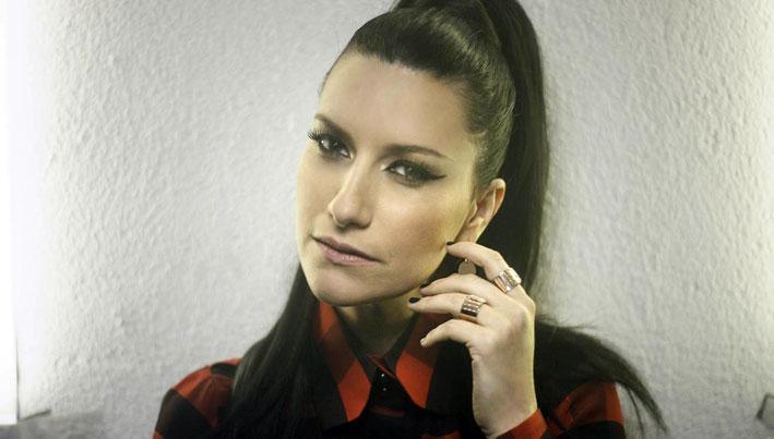 Laura Pausini con anelli Evanescence