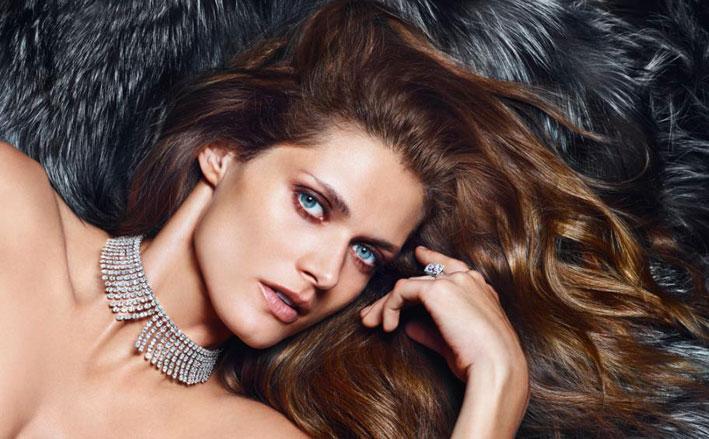 L'attrice e modella polacca Malgosia Bela fotografata per Messika da Mario Sorrenti