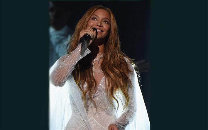 Beyoncè ai Grammy, con la collana da 117mila euro