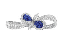 Caprice, bracciale in oro bianco, diamanti e zaffiri a forma di fiocco