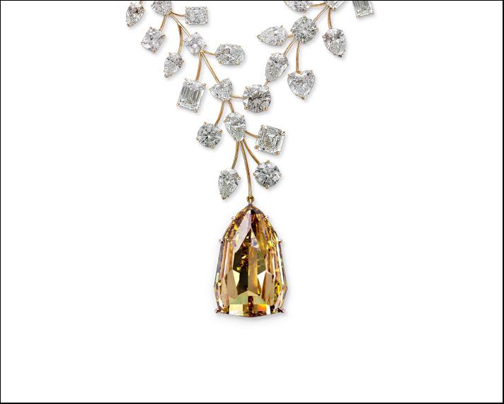 L'Incomparable, che invece è il più grande diamante senza inclusioni interne del mondo con i suoi 407.48 carati, è stato scoperto in Congo nel 1980. Acquistato dai gioiellieri Mouawad è stato montato su una collana con diamanti bianchi vincitrice del Guinnes di collana più  preziosa del 2013.