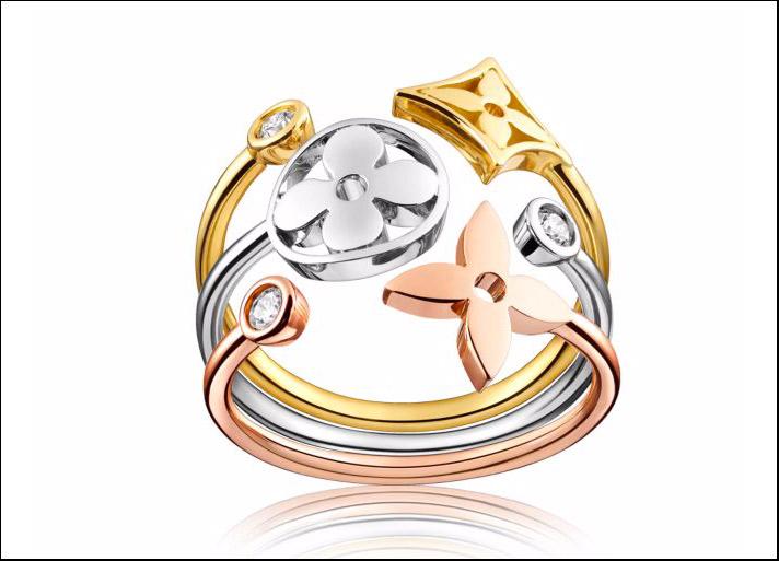 Monogram Idylle, composto di tre anelli singoli ciascuno in oro rosa, bianco e giallo con un diamante da una parte e dall'altra un fiore tondo, un fiore a quattro punte e un fiore inserito un diamante. Prezzo: 2400 euro