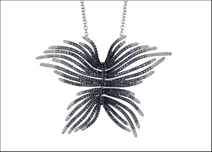 Piume, collana con pendente a forma di farfalla in oro bianco con diamanti