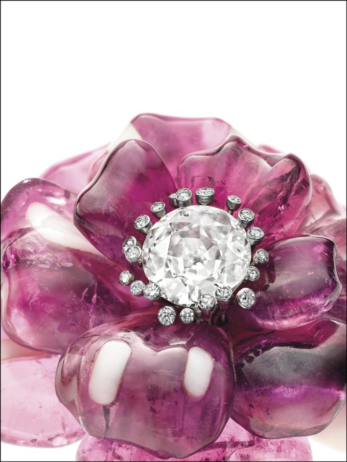 Spilla di Jar a forma di tulipano aperto, con tormalina e diamanti. Stima 140-170mila euro