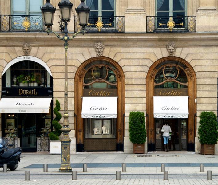 Le vetrine di Cartier, in Place Vendôme, a Parigi