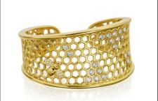 Gumuchian, bracciale Honeycomb in oro giallo e 42 diamanti taglio brillante per 1.86 carati. Prezzo: 23 mila dollari