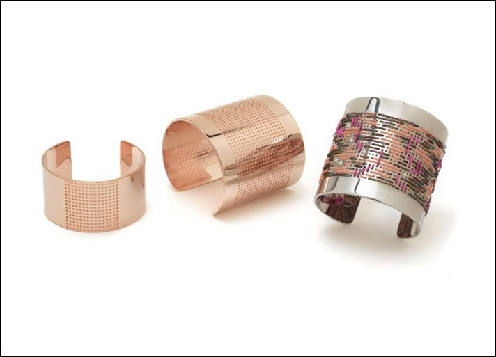 Le due misure del bracciale Jacqueline e le varianti in ottone placcato oro rosa e palladio