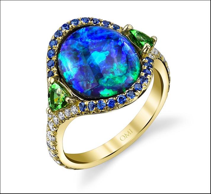 Omi Privé, anello con opale nero ovale Lightning Ridge, di 4.33 carati, circondato da zaffiri blu e tsavoriti. Prezzo: 26 mila dollari