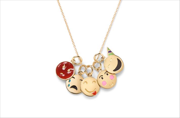 Alison Lou, collana con emoticon. Oro e smalto. Prezzo: 3700 dollari