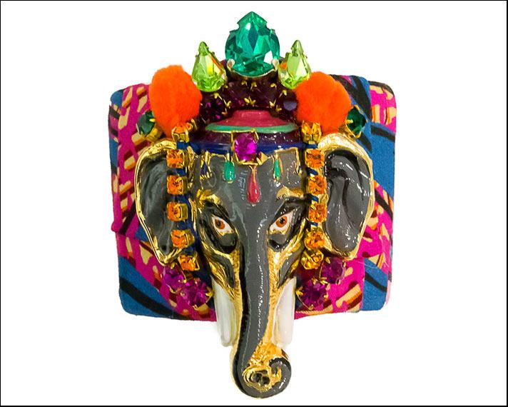 Bracciale in ferro battuto  ricoperto di stoffa con testa di elefante smaltala e decorata con cristalli