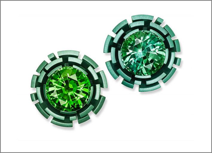 Hemmerle, orecchini con labirinto in alluminio e tormalina verde