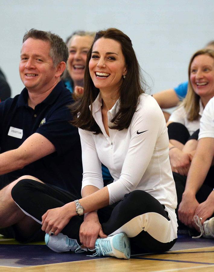 La duchessa di Cambridge indossa il famoso anello con zaffiro anche in occasioni informali