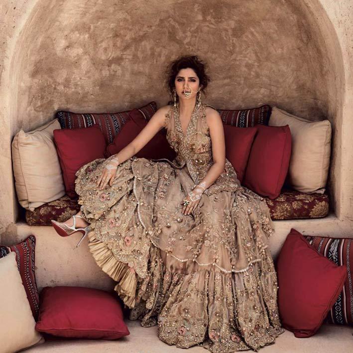 Modella con gioielli di Birdhichand Ghanshyamdas