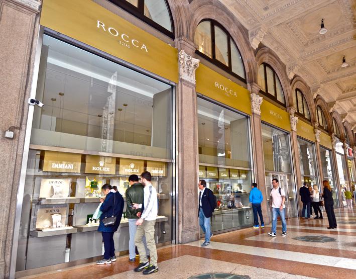 Rocca 1794, esterno in piazza Duomo, a Milano