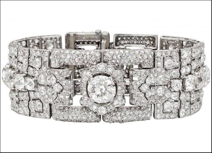 Cartier, bracciale Art Deco del 1928 in platino con 40 carati di diamanti taglio rosa e tondo e al centro un diamante taglio brillante di 3,35 carati