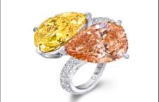 Graff Diamonds, anello con diamante Fancy Brown Orange Internally Flawless da 5,01 carati e un diamante Fancy Vivid Orange Yellow da 5,05 carati entrambi a forma di pera, con pavé di diamanti incolore sul gambo