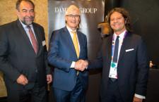 A sinistra, Marc Descheemaecker, direttore di Hrd. Al centro, il ministro belga Geert-Bourgeois. A destra, Guido Damiani