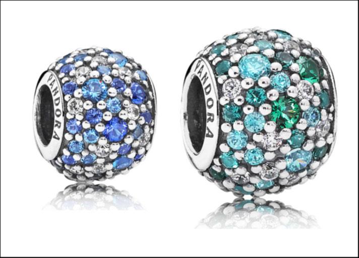 Charm Mosaico, in argento sterling e pavé di cristalli verdi e blu e pietre in zirconia cubica di varie dimensioniPrezzo: 65 euro