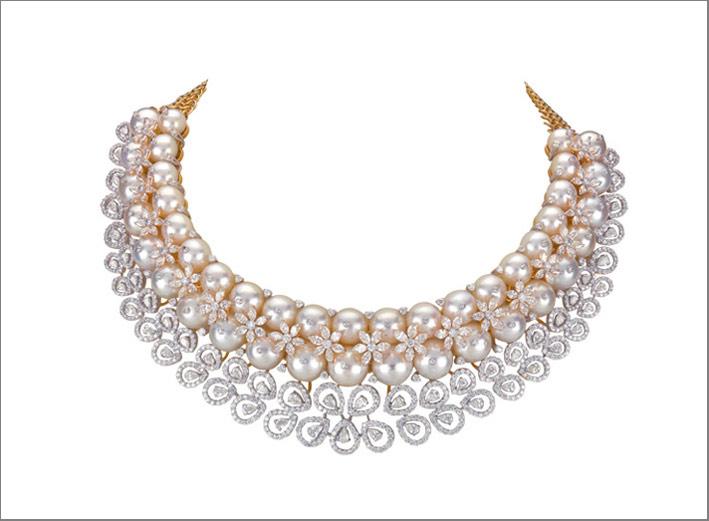 La danza della pioggia del pavone: diamanti e perle, by Sawansukha