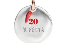 Civita, Nummeri moneta in argento con anellino d'oro e conrno in smalto rosso, numero 20 'A Festa. Prezzo 130 euro