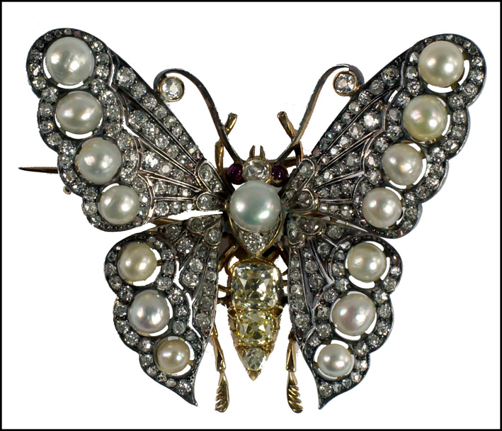 Spilla a forma di farfalla con diamanti e perle, di epoca vittoriana
