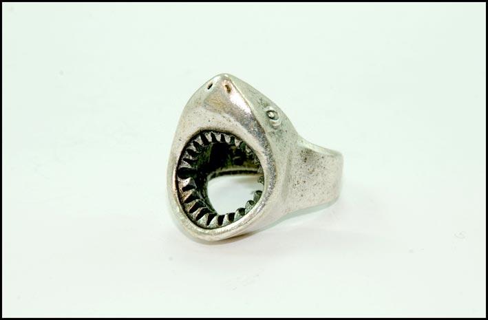 Anello con squalo in argento