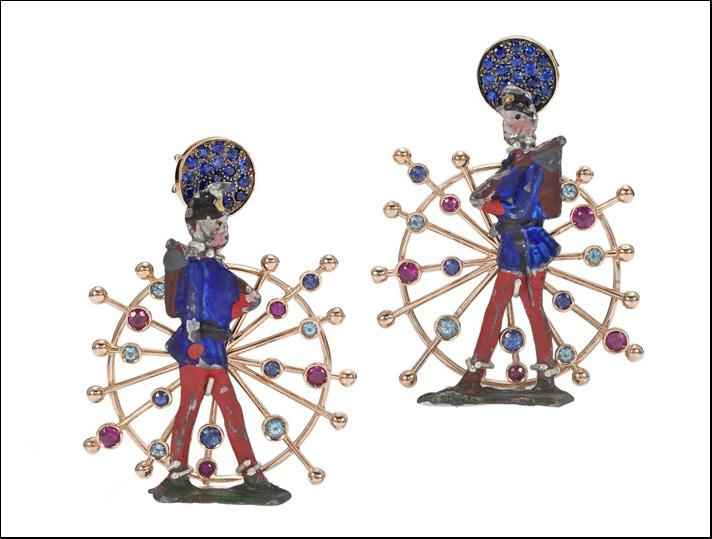 Collezione Joie de vivre, orecchini in oro, con soldatino d'epoca metallo, smalto e pietre preziose