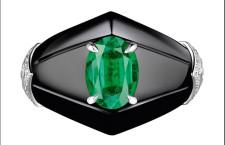 Anello Newport con un grande smeraldo, diamanti e il nero dell'onice