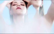 Mila Kunis nel video di Gemfields