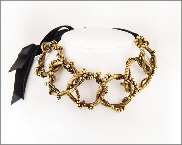Giordini, collana La danza delle sfere, oro brunito e nastro di seta