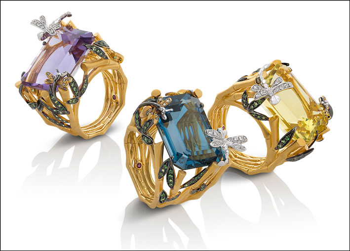 Ring in satin yellow gold with diamonds (colourless and brown), amethyst and tsavorite