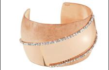 Bracciale in metallo rosato e cristalli. Prezzo:  69,90 euro