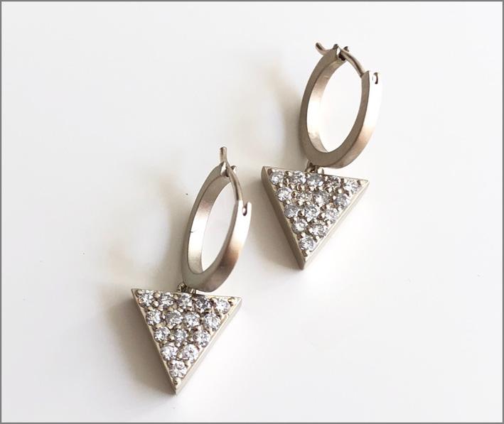 Orecchini in oro bianco, con diamanti
