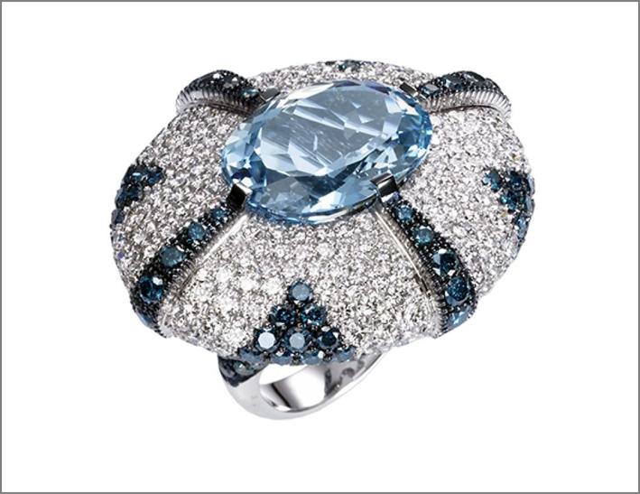Anello con acquamarina, zaffiri e diamanti
