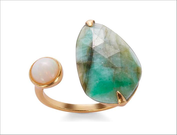 Anello con smeraldo e opale su argento placcato oro