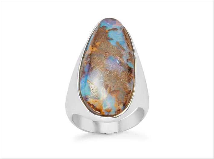 Anello con opale su argento sterling