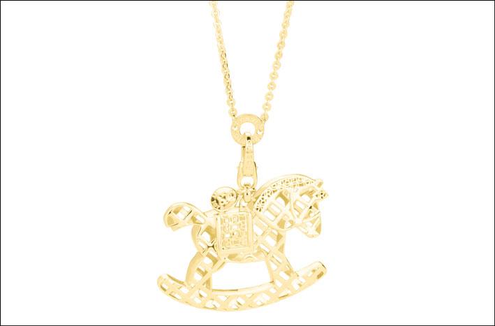 Collana in oro 18kt  con pendente traforato a forma di cavalluccio. Prezzo su richiesta