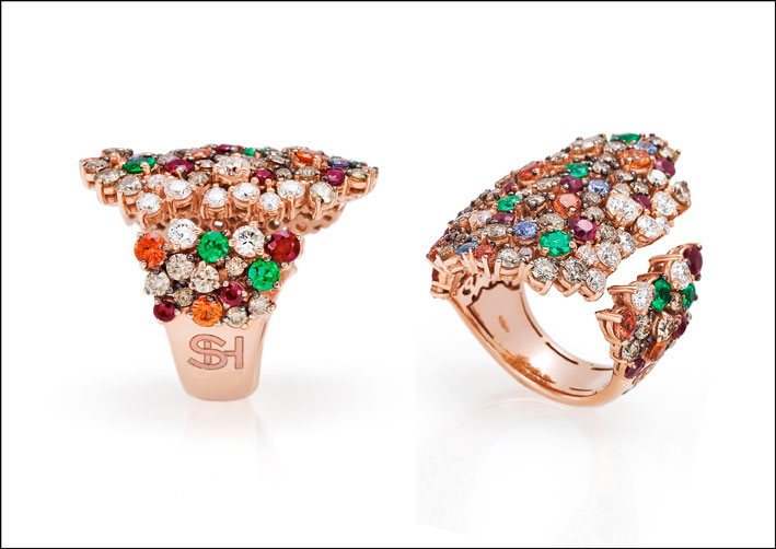 Ecco un'altra combinazione di pietre con diamanti bianchi e brown, zaffiri colorati e rubini